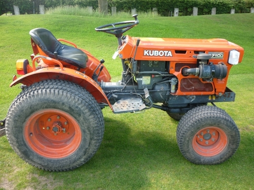 Kubota B7100HST-D NEW TYPE Tractor Illustrated Master Parts List Manual  DOWNLOAD