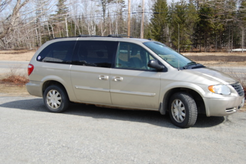 Chrysler  Dodge 2005 Town  U0026 Country  Caravan And Voyager