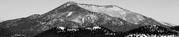 Thumbnail Snow coverd mounatina, black and white, web banner photo