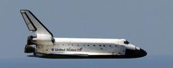 Thumbnail Space Shuttle Atlantis glides to Earth