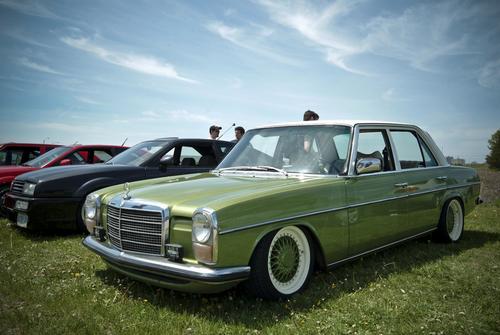 mercedes benz w114 w115 car service repair manual 1968 1976 downl rh tradebit com Mercedes-Benz W114 Mercedes-Benz W125