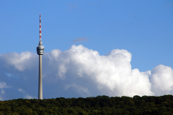 Pay for Stuttgarter Fernsehturm mit Wolken