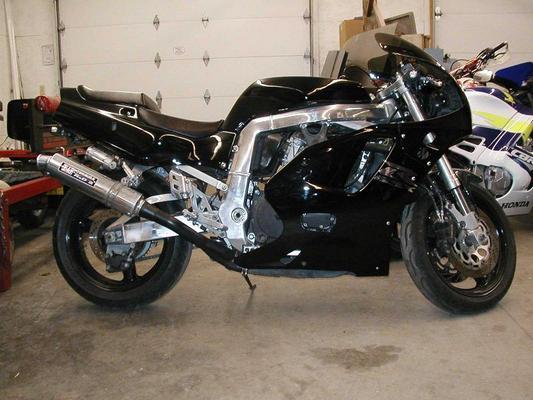 Suzuki-GSXR750-Motorcycle