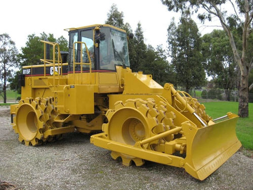 Landfills With Tractors : Caterpillar f wheel tractor soil compactor