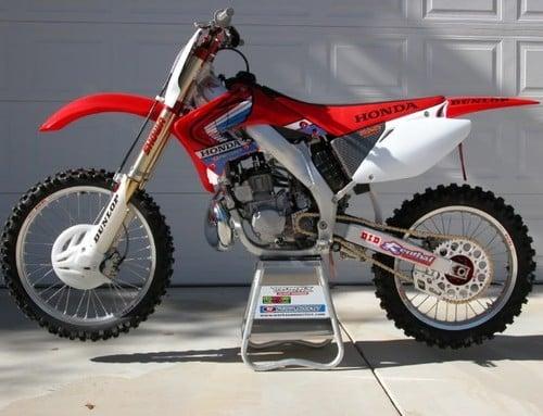 2002 2003 honda cr250r service repair workshop manual download 200 rh tradebit com 2002 CR 250 Review 2002 CR250 Dirt Bike with CR500