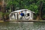 Thumbnail House boat at the Rio Negro River Brazil