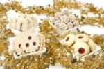 Thumbnail quotLinzer Augenquot, quotVanillekipferlquot, rum truffles and quotHusarenkrapferlquot cookies with Christmas decoration
