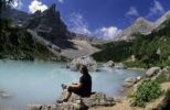 Thumbnail Female hiker at the Lago del Sorapis, Cortina dAmpezzo, Ampezzo Dolomites, Italy, Europe