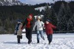Thumbnail Family running through the snow