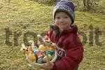 Thumbnail Child with his found easter basket easter net