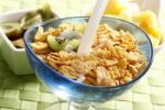 Thumbnail Cornflakes with kiwi slices, milk