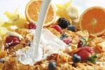 Thumbnail Cornflakes with milk and fruit