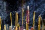 Thumbnail Smoking incense in the temple Chua Thien Hau Pagoda, Ho Chi Minh City, Saigon, Vietnam, Southeast Asia