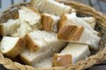 Thumbnail Slices of white bread in a basket