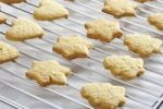 Thumbnail Shortcrust cookies on oven grid