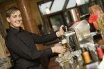 Thumbnail Waiter drawing beer