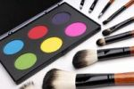 Thumbnail Colorful eyeshadow palette and make-up brushes