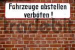 Thumbnail sign no parking on a brick wall