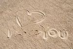 "Thumbnail Heart in the sand, ""I love you"""