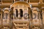 Thumbnail residential quarter with facades of havelis in jaisalmer, rajasthan, india .
