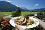 Thumbnail Schweinebraten mit Sauerkraut, Jause, Mittagessen, Pause, Reise, Urlaub, Berchtesgadener Land, Alpen, Oberbayern, Bayern, Deutschland, Europa