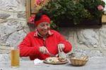Thumbnail Woman with peasant snack, hearty snack in front of the Koschutahaus mountain lodge, Karawanken, Carinthia, Austria, Europe