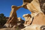 Thumbnail Metate Arch, natural rock arch in Devils Garden, Hole in the Rock Road, Grand Staircase-Escalante National Monument, Utah, USA