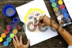Thumbnail Child paints a face with water colours