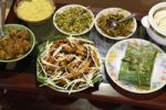 Thumbnail Fried king prawns, fish wrapped in banana leaf, vegetables, Kerala, South India, South Asia, Asia