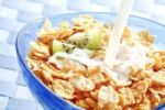 Thumbnail Cornflakes with milk and kiwi
