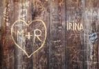 Thumbnail Wooden wall engraved with names and hearts