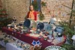 Thumbnail Ceramic artist selling ceramic items at a Christmas market, Moosburg, Bavaria, Germany, Europe