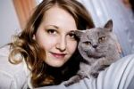 Thumbnail Young woman with cat in the bedroom