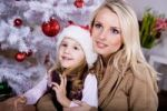 Thumbnail Mother and daughter in front of Christmas tree