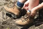 Thumbnail - lacing hiking boots