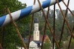 Thumbnail Parish church of St. Andreas, raising the maypole, Wolfratshausen, Upper Bavaria, Bavaria, Germany, Europe