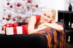 Thumbnail Young woman in front of Christmas tree