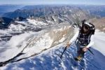 Thumbnail Bergsteigerin beim Aufstieg zum Hochfeiler, hinten Pfitschertal, Eisacktal und Wipptal, Südtirol, Italien, Europa