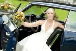 Thumbnail Bride in a classic car