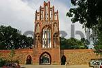 Thumbnail BRD Germany Brandenburg Neubrandenburg View of the Historical New Gate at the City Wall