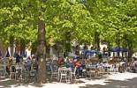 Thumbnail BRD Germany Bavaria Upper Bavaria Capitol of Bavaria Court Garden with Beer Garden Restaurant with Guests flowering Chestnuts
