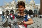 Thumbnail Woman with pigeons on San Marcus Square, Venice Italy