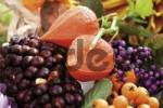 Thumbnail Autumn decoration: firethorn berries, beautyberries and Chinese lanterns