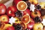 Thumbnail Apples, cinnamon stars and pine cones