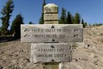 Thumbnail Signpost of the famous Pacific Crest Trail long-distance footpath, Mount Hood, Cascade Range, Oregon, USA