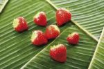 Thumbnail Strawberries on banana leaves