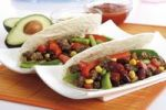Thumbnail Tortillas with chili con carne, avocado and tomato salad