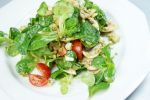 Thumbnail Lamb's lettuce with tomatoes and mushrooms /