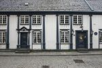 Thumbnail White wooden house with a Rococo facade, lane with cobblestones in the historic town centre / Övre Strandgate, Altstadt, Stavanger, Rogaland, Western Norway, Norway, Europe