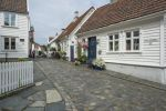 Thumbnail White wooden houses with floral decorations, historic lane with cobblestones in the historic town centre / Övre Strandgate, Altstadt, Stavanger, Rogaland, Western Norway, Norway, Europe